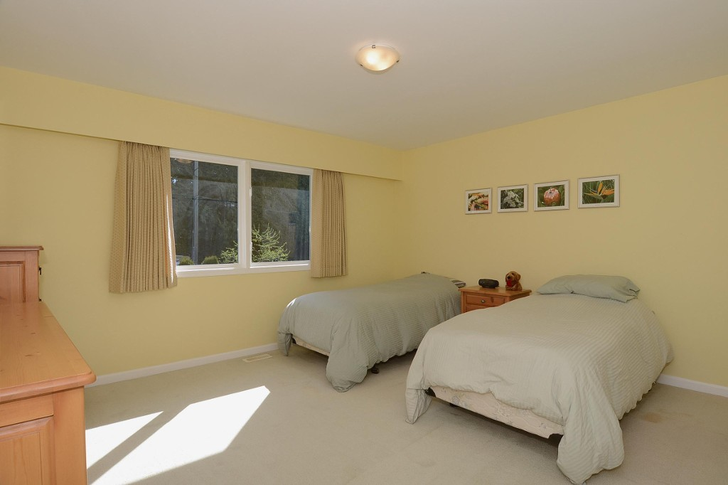 Photo 12: 4445 WALLACE Street in Vancouver: Dunbar House for sale (Vancouver West)  : MLS® # V1055344