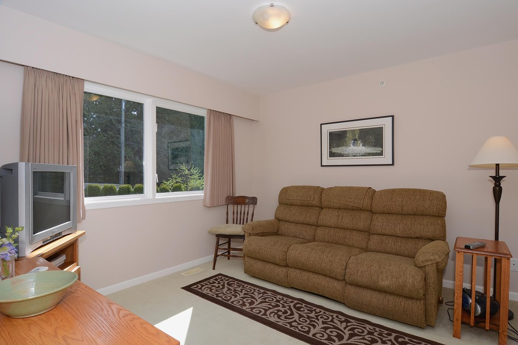 Photo 14: 4445 WALLACE Street in Vancouver: Dunbar House for sale (Vancouver West)  : MLS® # V1055344