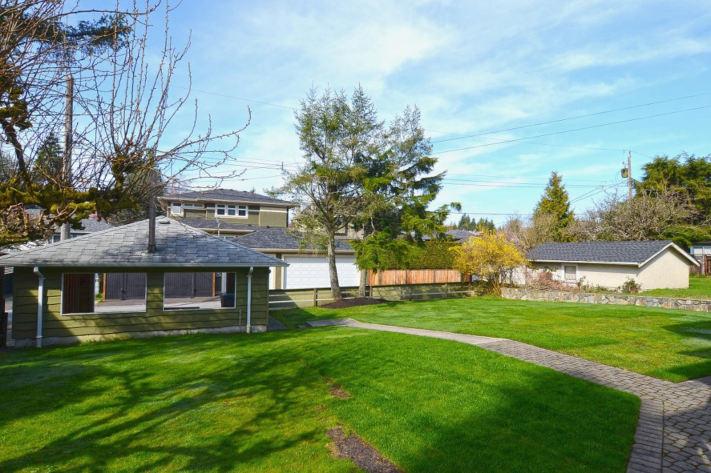 Photo 19: 4445 WALLACE Street in Vancouver: Dunbar House for sale (Vancouver West)  : MLS® # V1055344