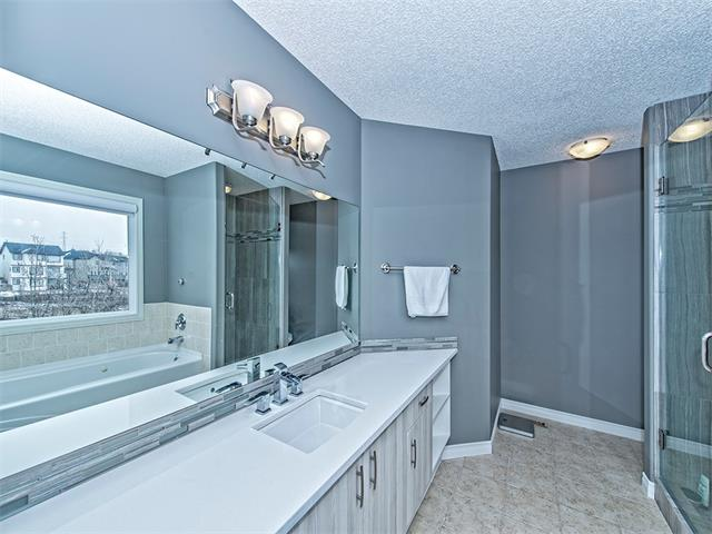 Photo 11: 55 ROCKLEDGE Terrace NW in Calgary: Rocky Ridge Ranch House  : MLS(r) # C4005810