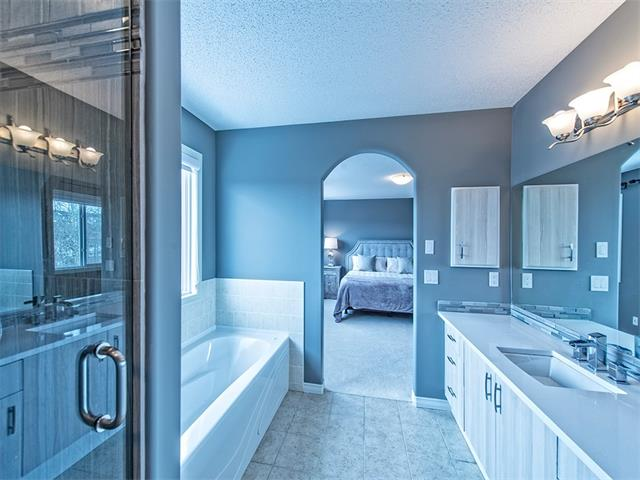 Photo 12: 55 ROCKLEDGE Terrace NW in Calgary: Rocky Ridge Ranch House  : MLS(r) # C4005810