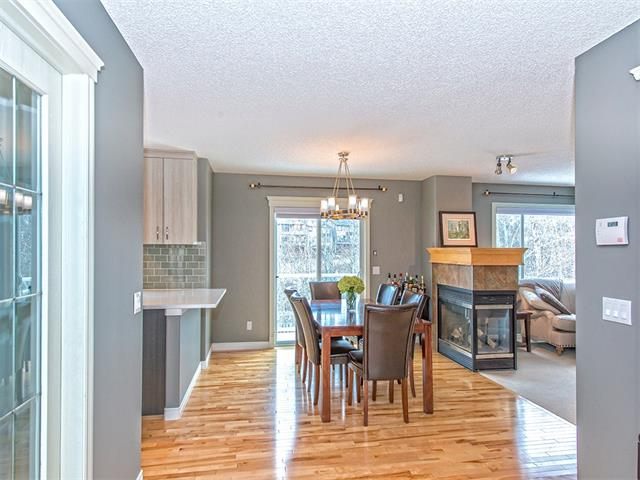 Photo 4: 55 ROCKLEDGE Terrace NW in Calgary: Rocky Ridge Ranch House  : MLS(r) # C4005810