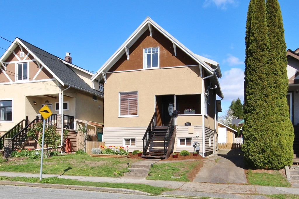 "Main Photo: 905 TENTH Street in New Westminster: Moody Park House for sale in ""Moody Park"" : MLS® # R2054666"