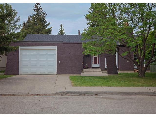 Main Photo: 2720 OAKMOOR Drive SW in Calgary: Oakridge House for sale : MLS®# C4065704