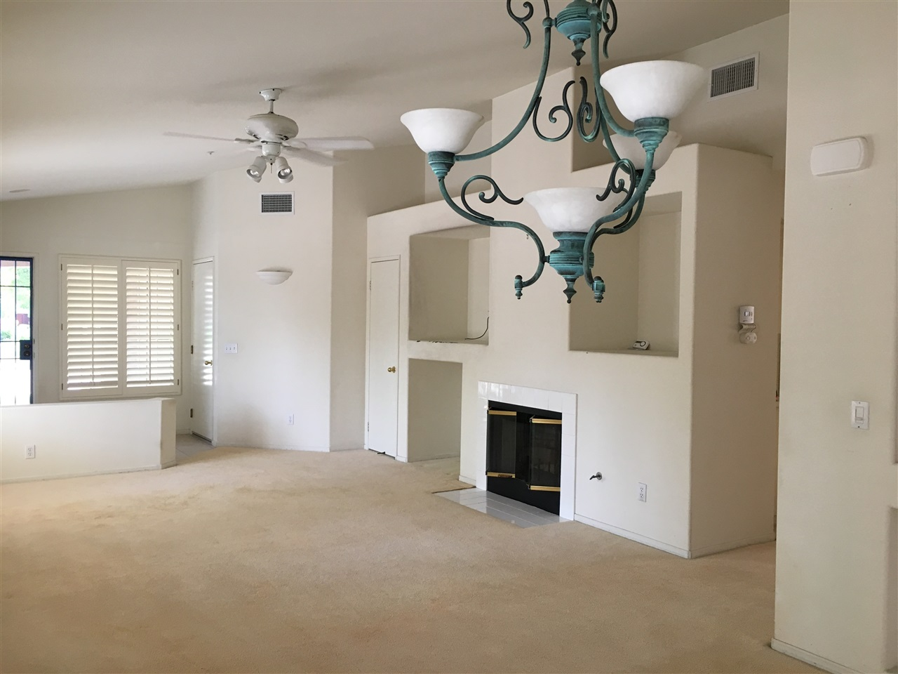 Photo 3: SANTEE House for sale : 3 bedrooms : 229 SILVERCREEK DRIVE