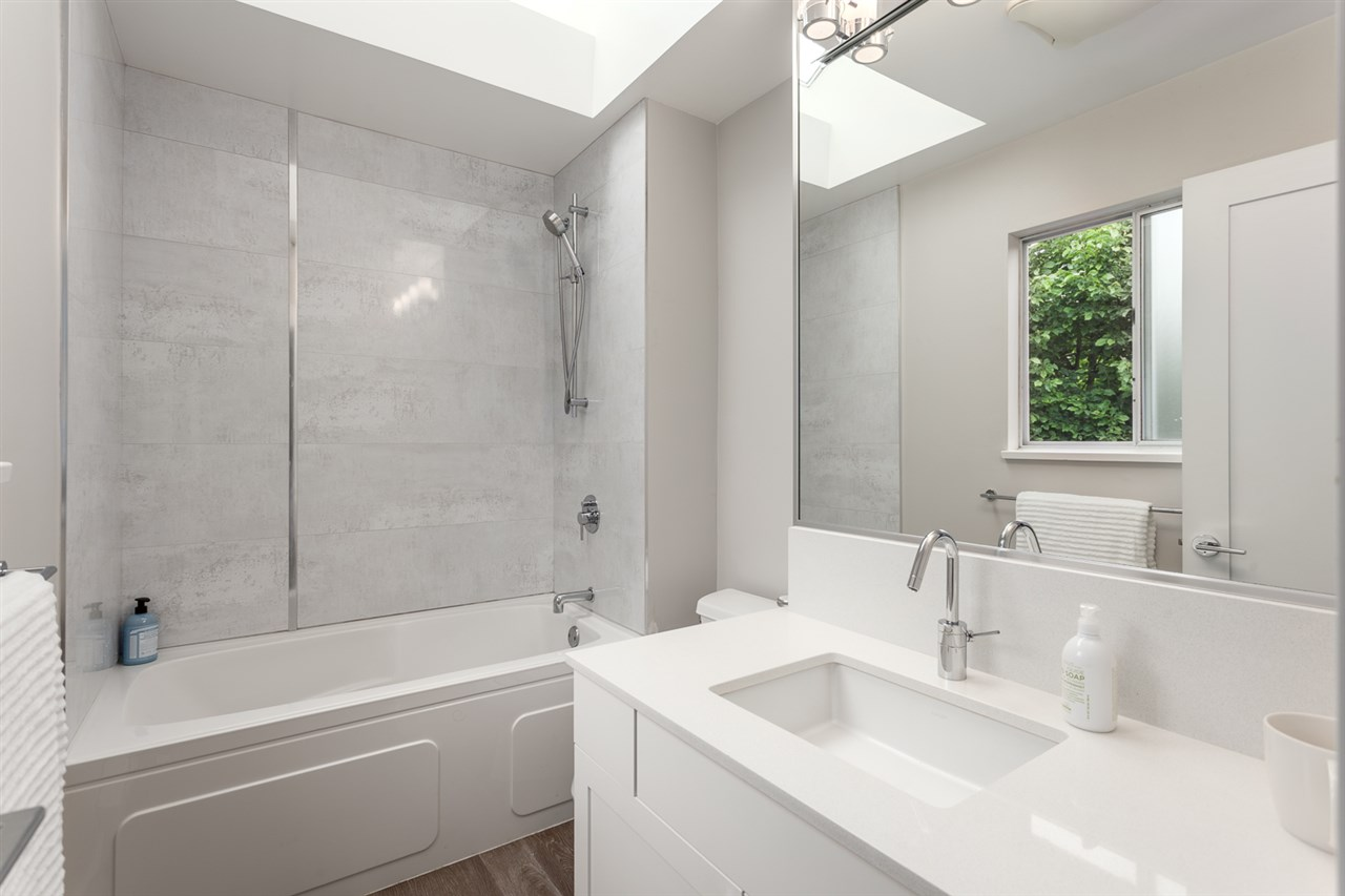 Photo 16: 54 W 14TH Avenue in Vancouver: Mount Pleasant VW House 1/2 Duplex for sale (Vancouver West)  : MLS® # R2173717