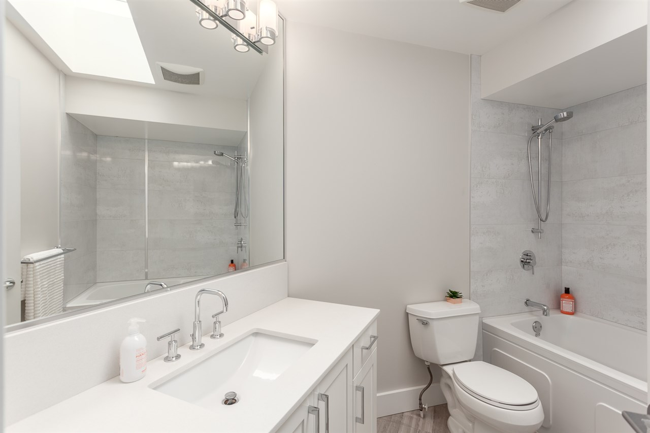 Photo 19: 54 W 14TH Avenue in Vancouver: Mount Pleasant VW House 1/2 Duplex for sale (Vancouver West)  : MLS® # R2173717