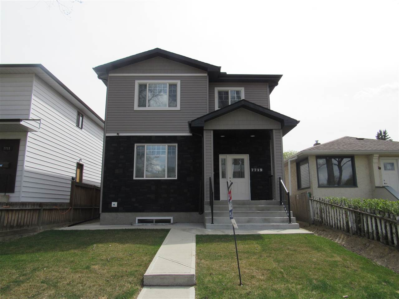 Main Photo: 7719 80 Avenue in Edmonton: Zone 17 House for sale : MLS(r) # E4068786