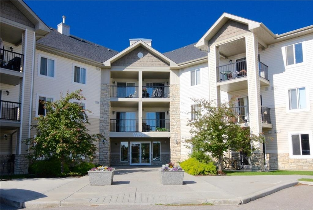 Main Photo: 1223 2395 EVERSYDE Avenue SW in Calgary: Evergreen Condo for sale : MLS(r) # C4122291