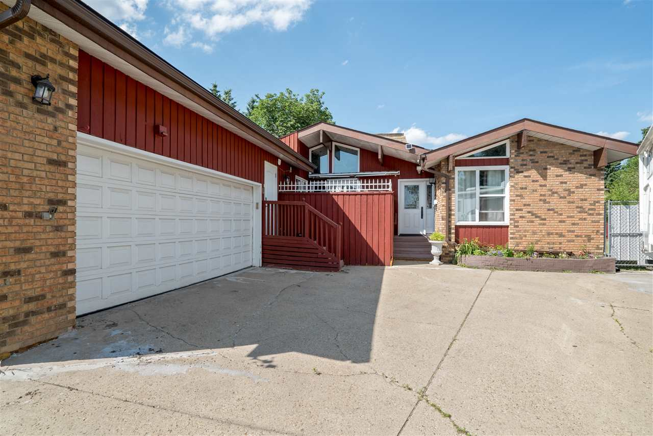 Main Photo: 8106 34B Avenue in Edmonton: Zone 29 House for sale : MLS® # E4072836