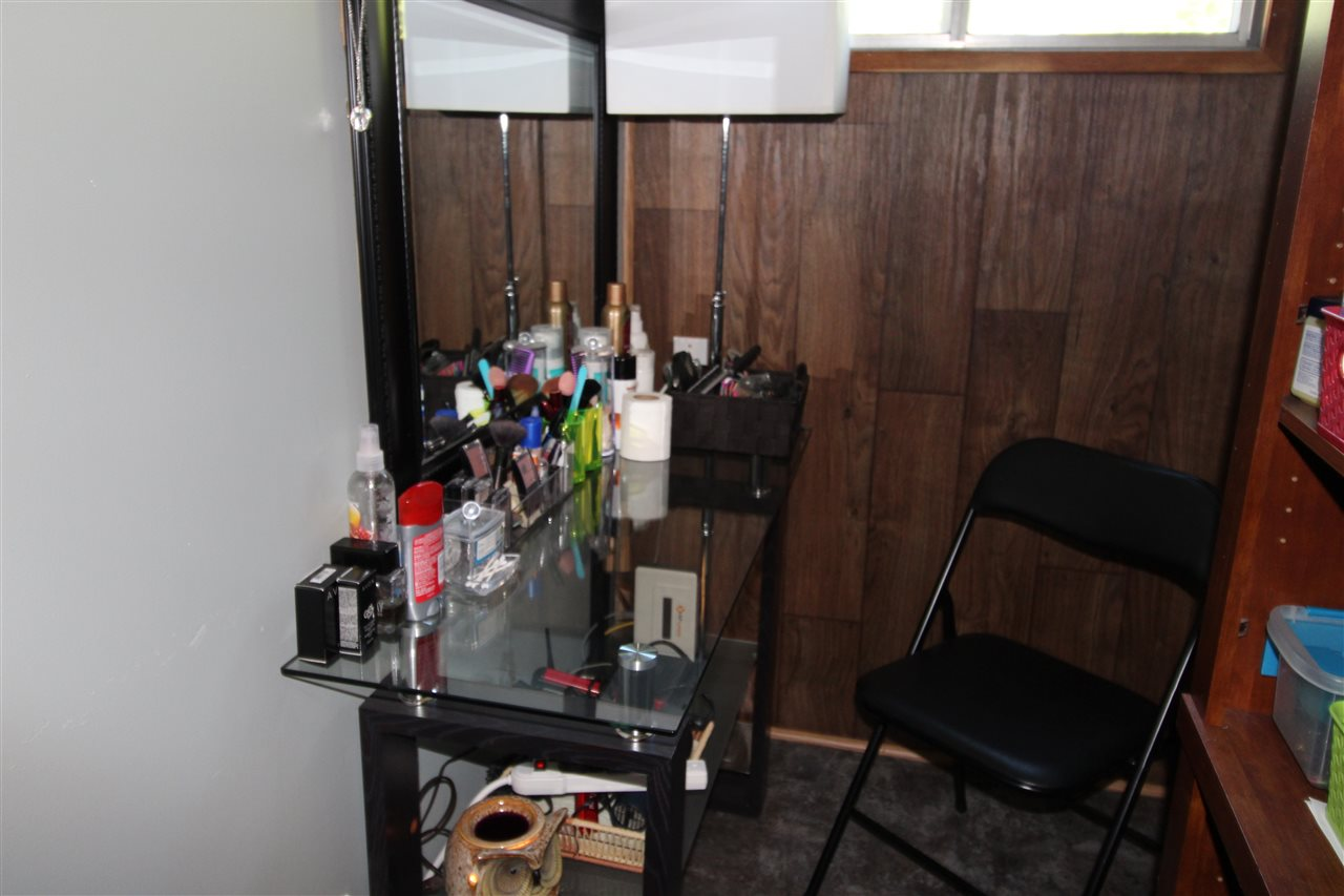 Vanity make up area with sink