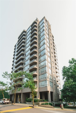 "Main Photo: 403 9623 MANCHESTER Drive in Burnaby: Cariboo Condo for sale in ""STRATHMORE"" (Burnaby North)  : MLS® # R2196058"