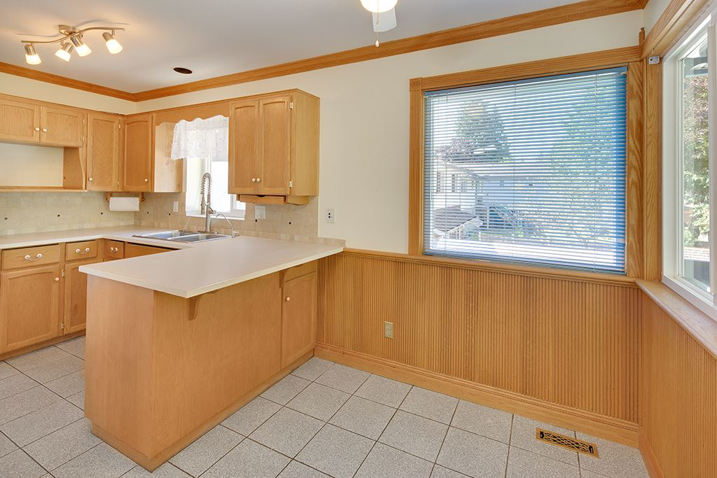 Photo 13: 1551 COQUITLAM Avenue in Port Coquitlam: Glenwood PQ House for sale : MLS® # R2205019