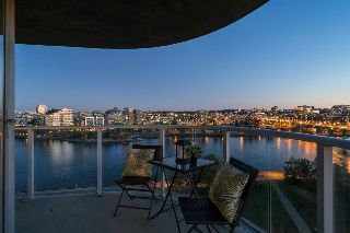 "Main Photo: 1206 918 COOPERAGE Way in Vancouver: Yaletown Condo for sale in ""MARINER"" (Vancouver West)  : MLS® # R2209801"