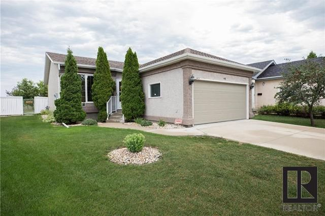 Main Photo: 40 McKall Bay in Winnipeg: Island Lakes Residential for sale (2J)  : MLS®# 1819136