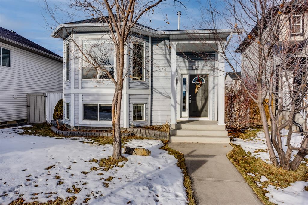 FEATURED LISTING: 142 Creekside Bay Northwest Airdrie