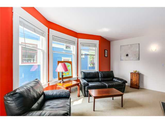 "Photo 2: 1370 E 10TH Avenue in Vancouver: Grandview VE House for sale in ""COMMERCIAL DRIVE"" (Vancouver East)  : MLS(r) # V1085115"