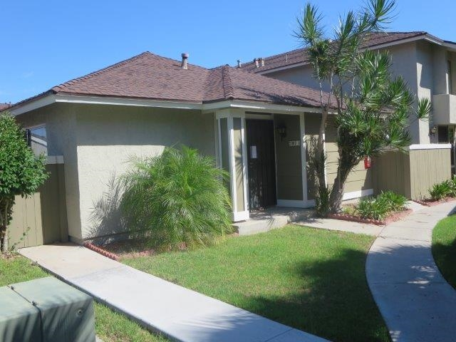 Main Photo: PARADISE HILLS Townhome for sale : 2 bedrooms : 2407 Adirondack Row #1 in San Diego