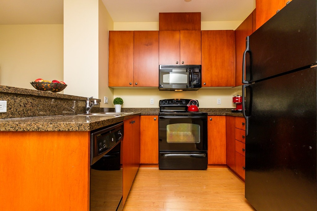 "Photo 13: 506 8717 160 Street in Surrey: Fleetwood Tynehead Condo for sale in ""Vernazza"" : MLS(r) # R2066443"