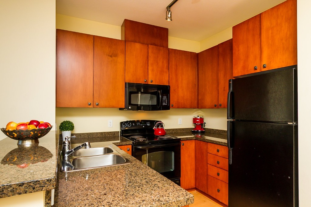 "Photo 12: 506 8717 160 Street in Surrey: Fleetwood Tynehead Condo for sale in ""Vernazza"" : MLS(r) # R2066443"