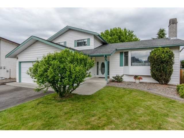 "Main Photo: 46289 CHRISTINA Drive in Sardis: Sardis East Vedder Rd House for sale in ""SARDIS PARK"" : MLS®# R2067000"