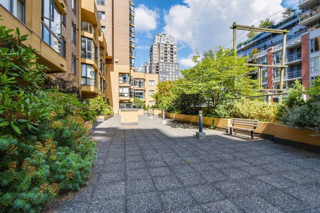 "Photo 25: 906 488 HELMCKEN Street in Vancouver: Yaletown Condo for sale in ""Robinson Tower"" (Vancouver West)  : MLS(r) # R2086319"