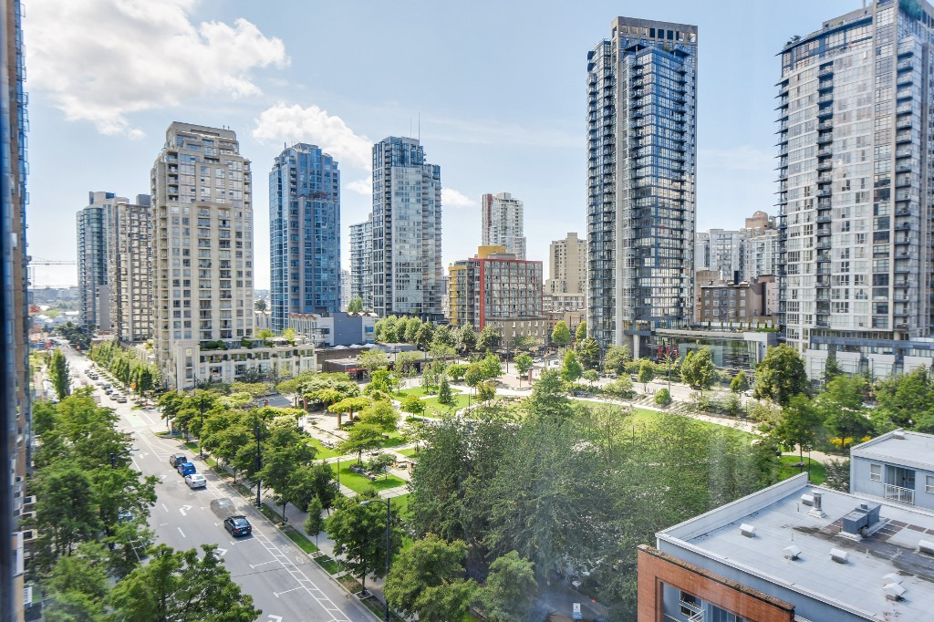 "Photo 22: 906 488 HELMCKEN Street in Vancouver: Yaletown Condo for sale in ""Robinson Tower"" (Vancouver West)  : MLS(r) # R2086319"