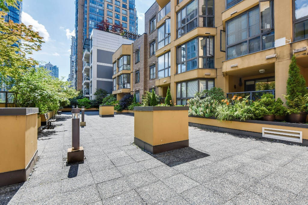 "Photo 26: 906 488 HELMCKEN Street in Vancouver: Yaletown Condo for sale in ""Robinson Tower"" (Vancouver West)  : MLS(r) # R2086319"
