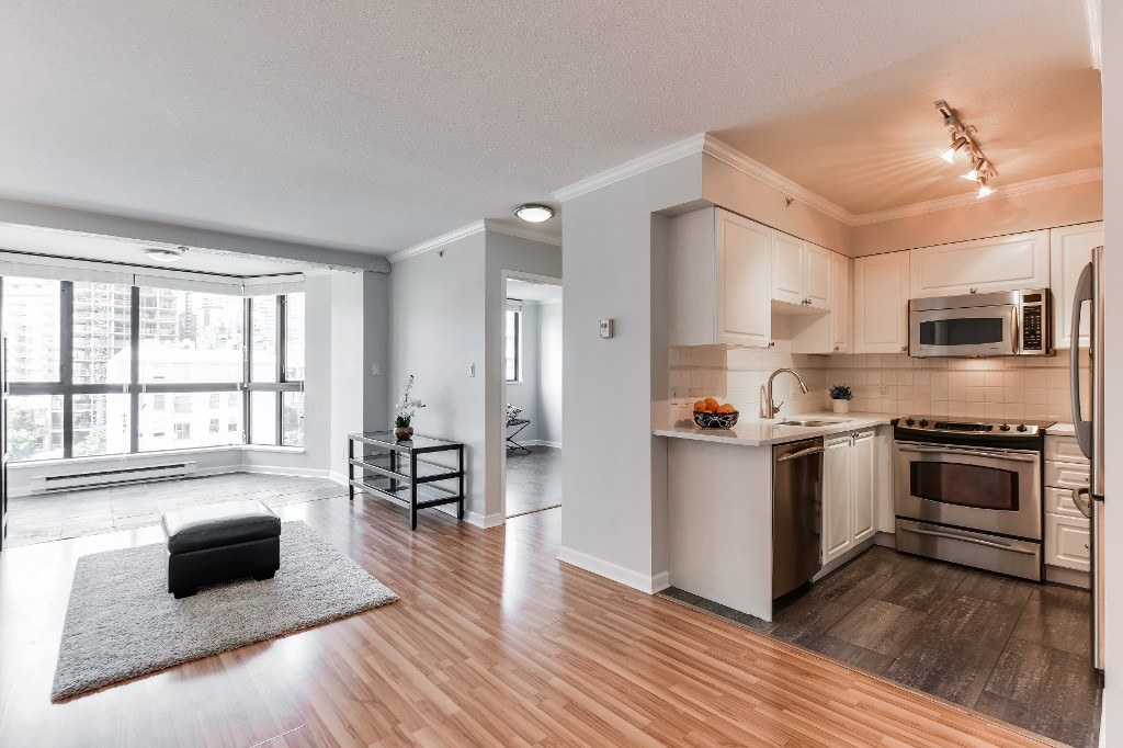 "Photo 3: 906 488 HELMCKEN Street in Vancouver: Yaletown Condo for sale in ""Robinson Tower"" (Vancouver West)  : MLS(r) # R2086319"