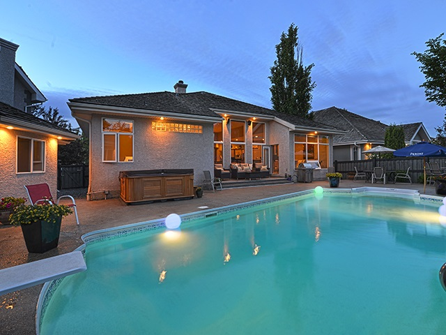 Main Photo: 724 HETU Lane in Edmonton: Zone 14 House for sale : MLS(r) # E4057054