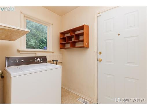Photo 14: 1838 Newton Street in VICTORIA: SE Camosun Single Family Detached for sale (Saanich East)  : MLS® # 376379