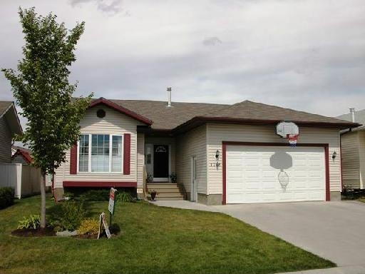 Main Photo: 1706 5 Avenue SE: High River House for sale : MLS® # C4111684