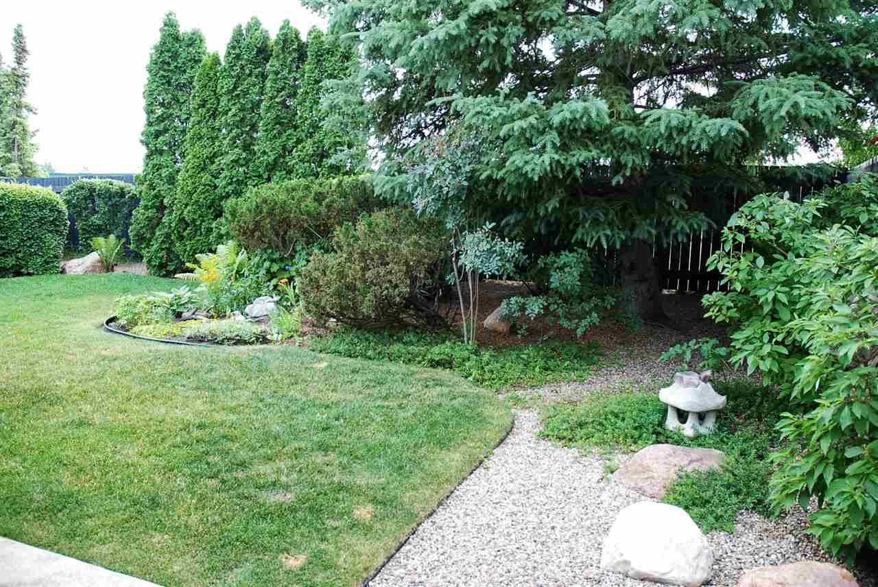Beautiful landscaping surrounds this nice family home!