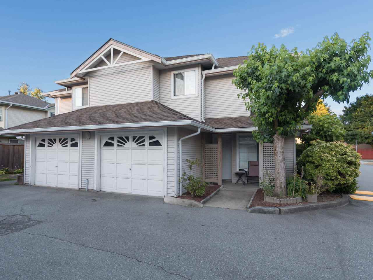 "Main Photo: 31 12188 HARRIS Road in Pitt Meadows: Central Meadows Townhouse for sale in ""WATERFORD PLACE"" : MLS® # R2188708"