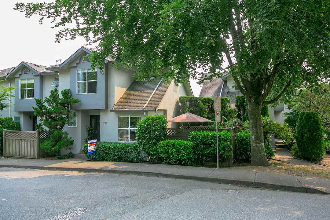 "Main Photo: 4 920 TOBRUCK Avenue in North Vancouver: Hamilton Townhouse for sale in """"The Parkside"""" : MLS® # R2193133"