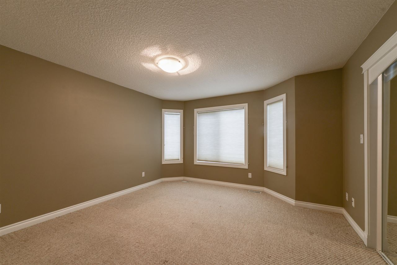 2nd Master bedroom with bay-style windows, very bright. Oversized walk-in closet and 4 pc. ensuite.