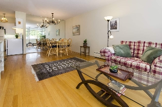 "Main Photo: 408 1425 ESQUIMALT Avenue in West Vancouver: Ambleside Condo for sale in ""Oceanbrook"" : MLS® # R2201981"