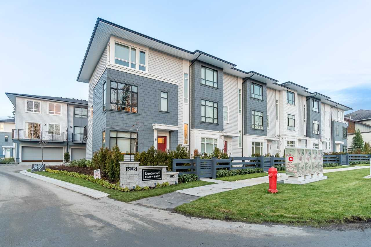 Main Photo: 403 16525 WATSON Drive in Surrey: Fleetwood Tynehead Townhouse for sale : MLS®# R2230011