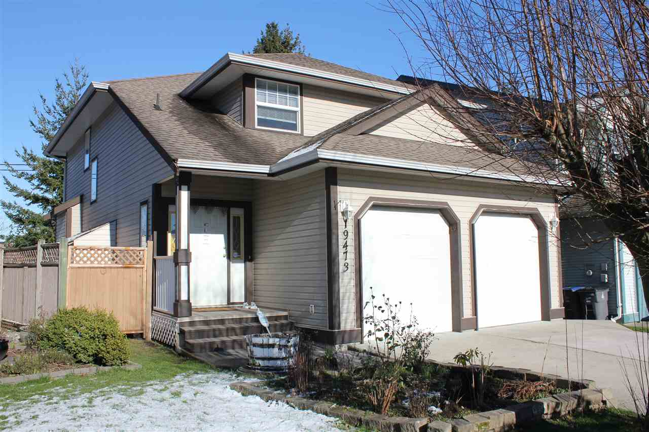 Main Photo: 19473 62 Avenue in Surrey: Cloverdale BC House for sale (Cloverdale)  : MLS®# R2240243