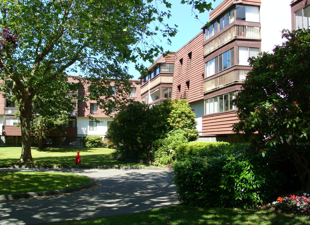 "Photo 3: 320 8880 NO 1 Road in Richmond: Boyd Park Condo for sale in ""APLLE GREENE"" : MLS® # V898589"