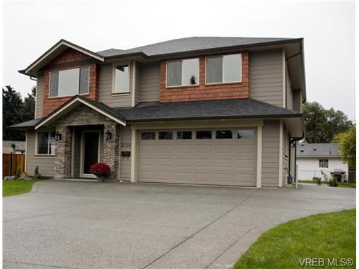Photo 2: 3156 Woodend pl in Victoria: Co Wishart South Residential for sale (Colwood)