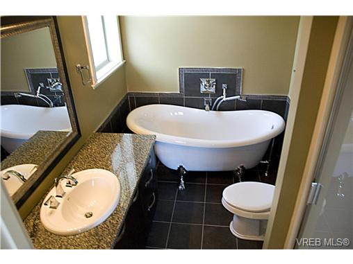 Photo 9: 3156 Woodend pl in Victoria: Co Wishart South Residential for sale (Colwood)