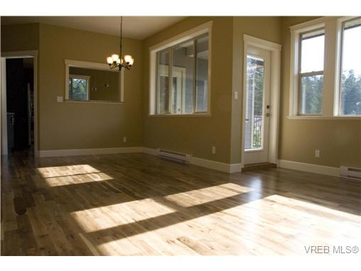 Photo 7: 3156 Woodend pl in Victoria: Co Wishart South Residential for sale (Colwood)