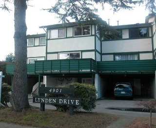 "Main Photo: B 4901 LINDEN Drive in Ladner: Hawthorne Townhouse for sale in ""LINDEN ESTATES"" : MLS® # V1046831"