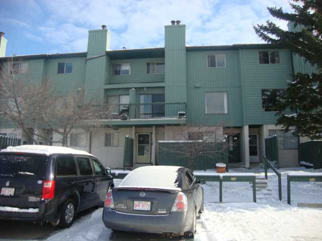 Main Photo: 11 2511 38 Street NE in CALGARY: Rundle Townhouse for sale (Calgary)  : MLS® # C3607517