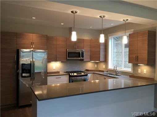 Photo 2: 271 Bellamy Link in VICTORIA: La Thetis Heights Strata Duplex Unit for sale (Langford)  : MLS(r) # 356368