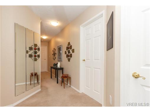 Photo 2: 401 2354 Brethour Avenue in SIDNEY: Si Sidney North-East Condo Apartment for sale (Sidney)  : MLS(r) # 359430