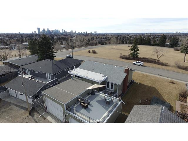 Main Photo: 12 CARDIFF Place NW in Calgary: Cambrian Heights House for sale : MLS®# C4055839