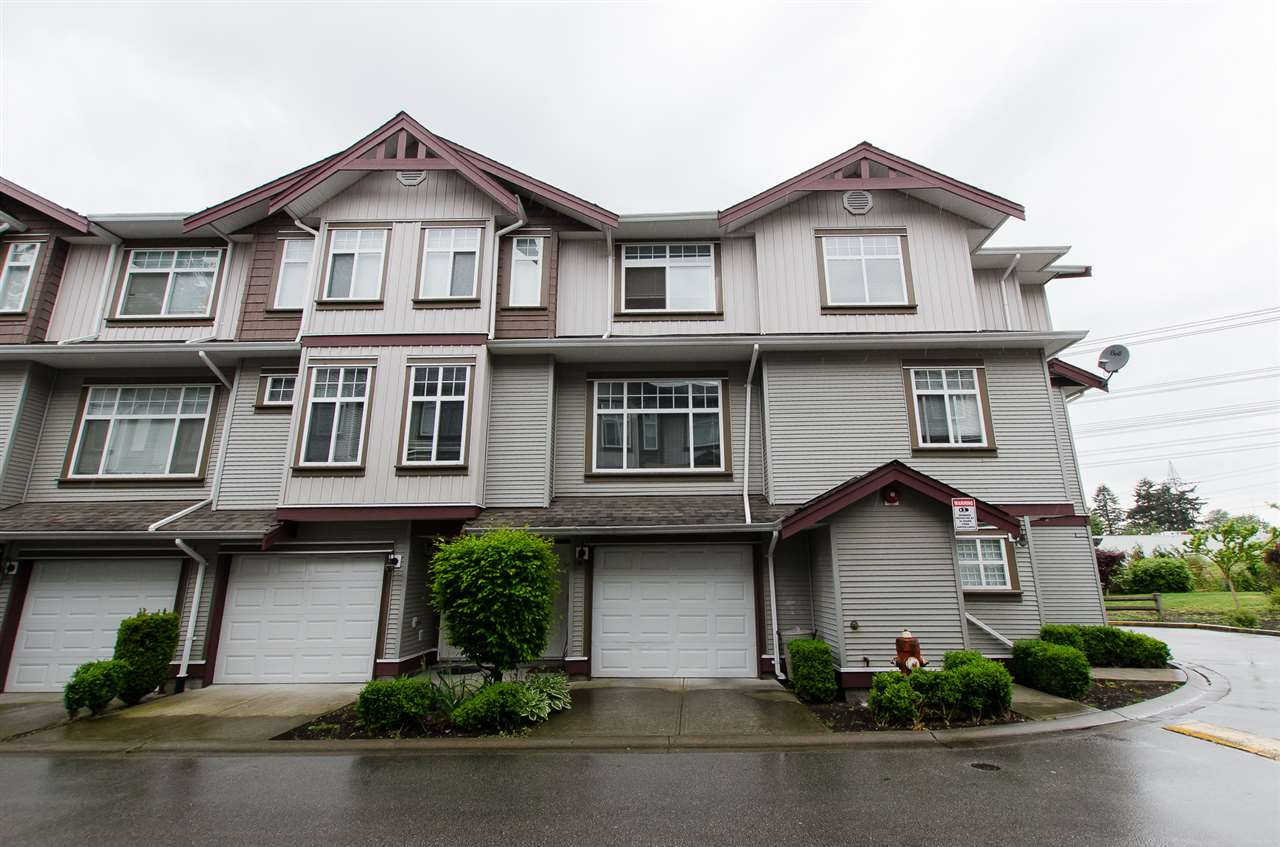"Main Photo: 34 12585 72 Avenue in Surrey: West Newton Townhouse for sale in ""Kwantlen Village"" : MLS®# R2064258"