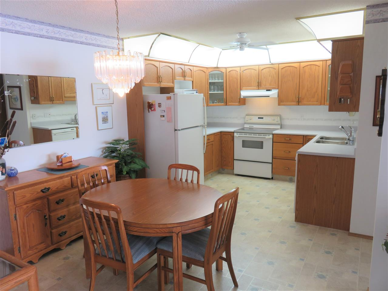 Full view of both the Dining Room & Kitchen! Super clean unit here....